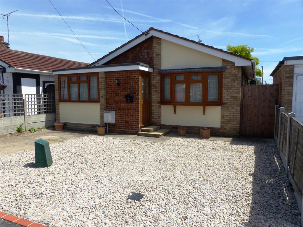2 Bedrooms Detached Bungalow for sale in Hannett Road, Canvey Island