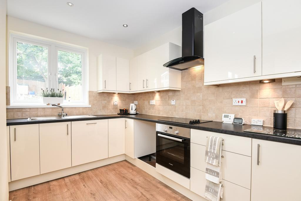 3 Bedrooms End Of Terrace House for sale in Ross Road London SE25