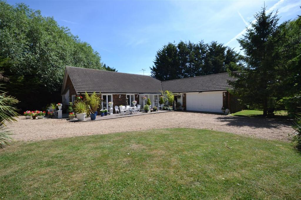 3 Bedrooms Bungalow for sale in Cold Norton