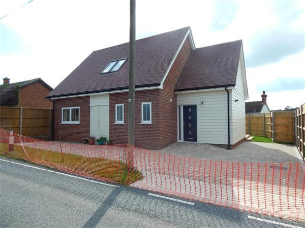 3 Bedrooms Bungalow for sale in Cobnut Cottage, Dawes Road, Dunkirk