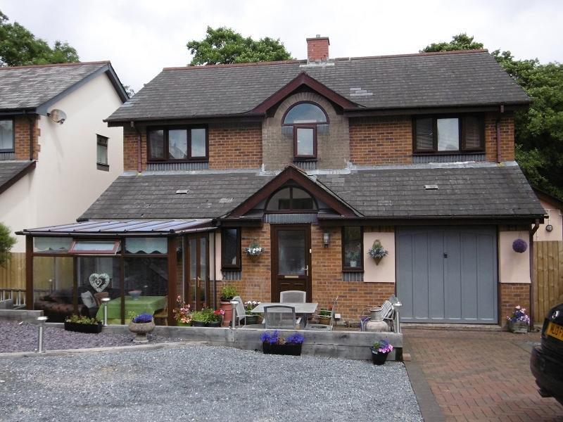 4 Bedrooms Detached House for sale in Nant Arw , Capel Hendre, Ammanford, Carmarthenshire.