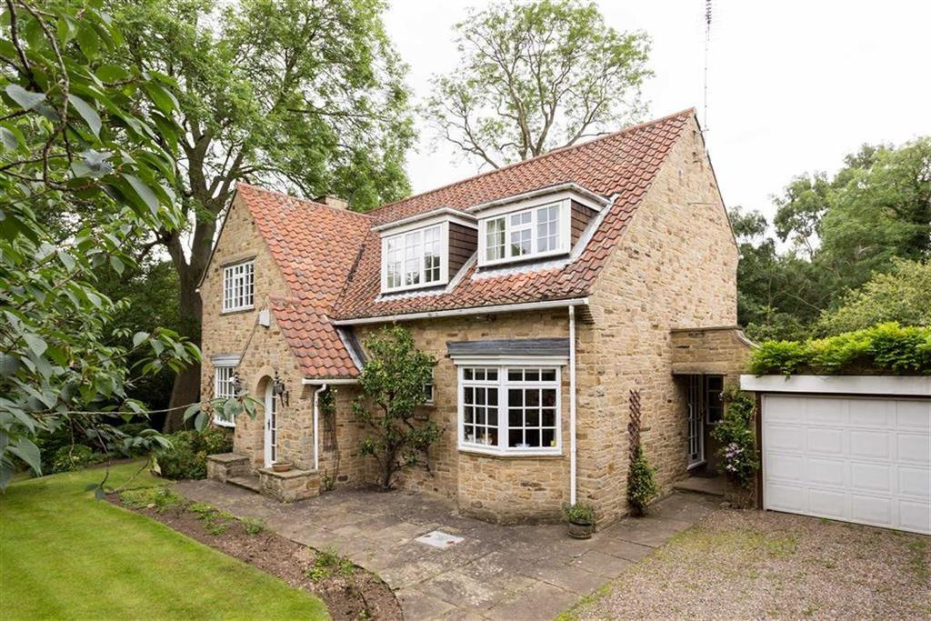 4 Bedrooms Detached House for sale in Church Lane, Collingham, LS22