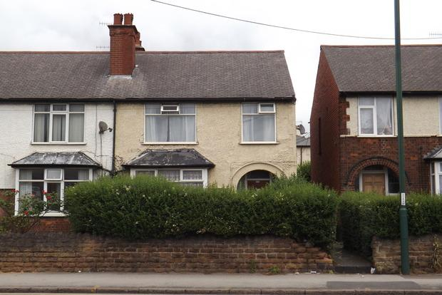 3 Bedrooms Semi Detached House for sale in Alfreton Road, Nottingham, NG7