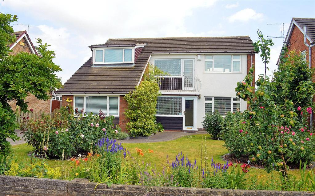 4 Bedrooms Detached House for sale in Roman Way, Elworth