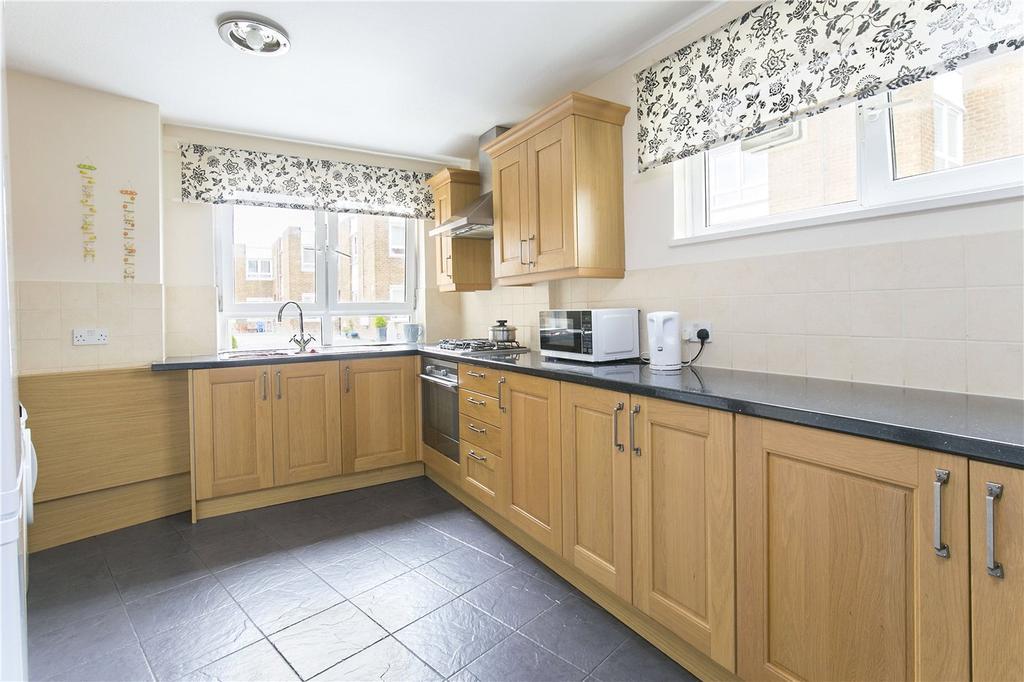 3 Bedrooms Maisonette Flat for sale in Walham Green Court, London, SW6