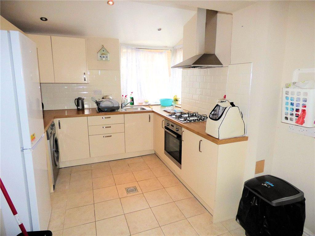 3 Bedrooms End Of Terrace House for sale in Leeds Road, Blackpool, Lancashire
