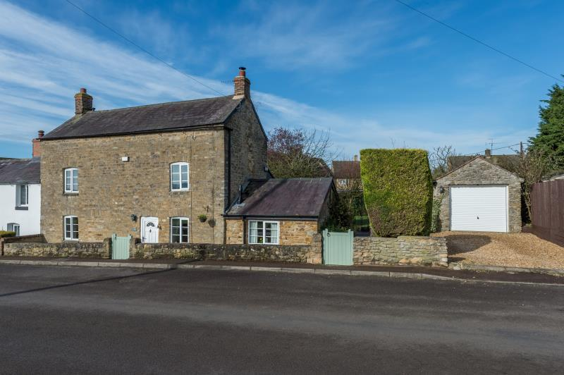3 Bedrooms Semi Detached House for sale in Aston Cottage, Worton Road, Middle Barton, Chipping Norton, Oxfordshire