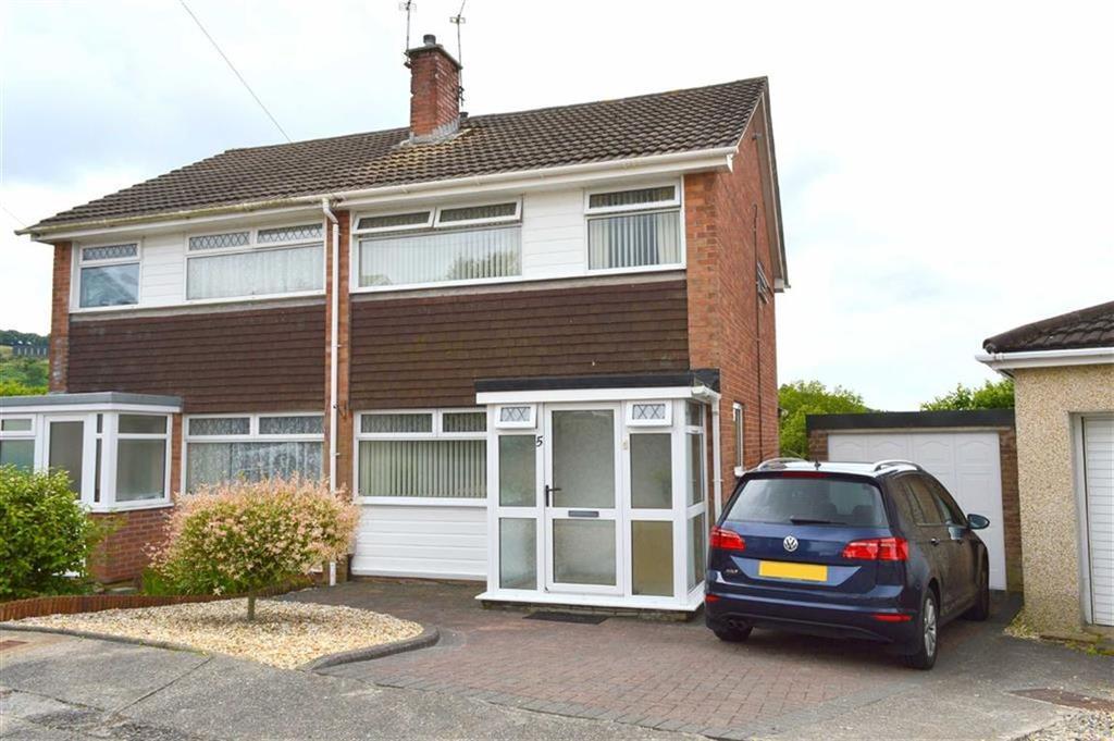 3 Bedrooms Semi Detached House for sale in Bevan Way, Waunarlwydd, Swansea