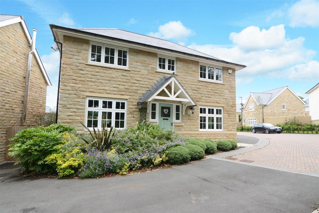 4 Bedrooms Detached House for sale in Brodrick Gardens, Horsforth