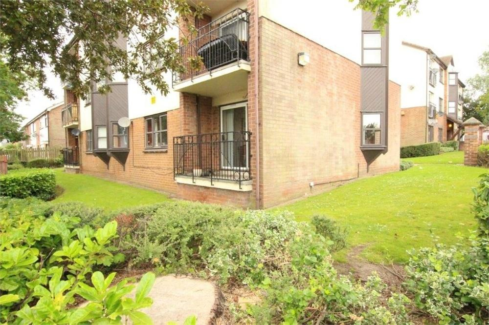 2 Bedrooms Flat for sale in Oakwell Court, Branwell Avenue, BIRSTALL, West Yorkshire