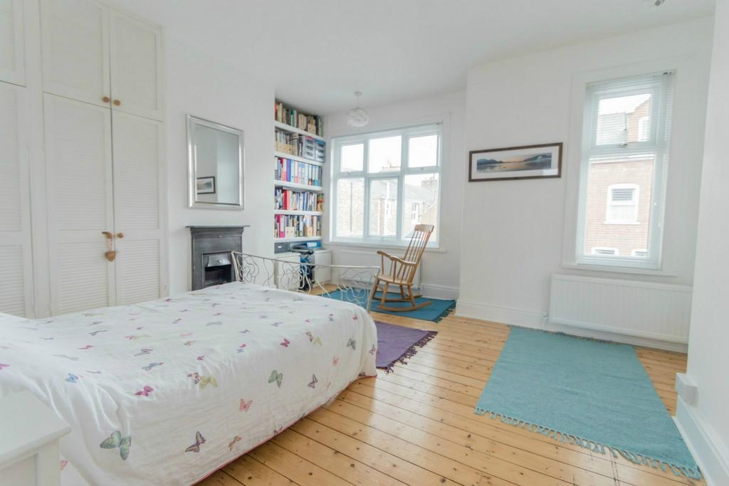 3 Bedrooms Terraced House for sale in Albemarle Road, South Bank, York