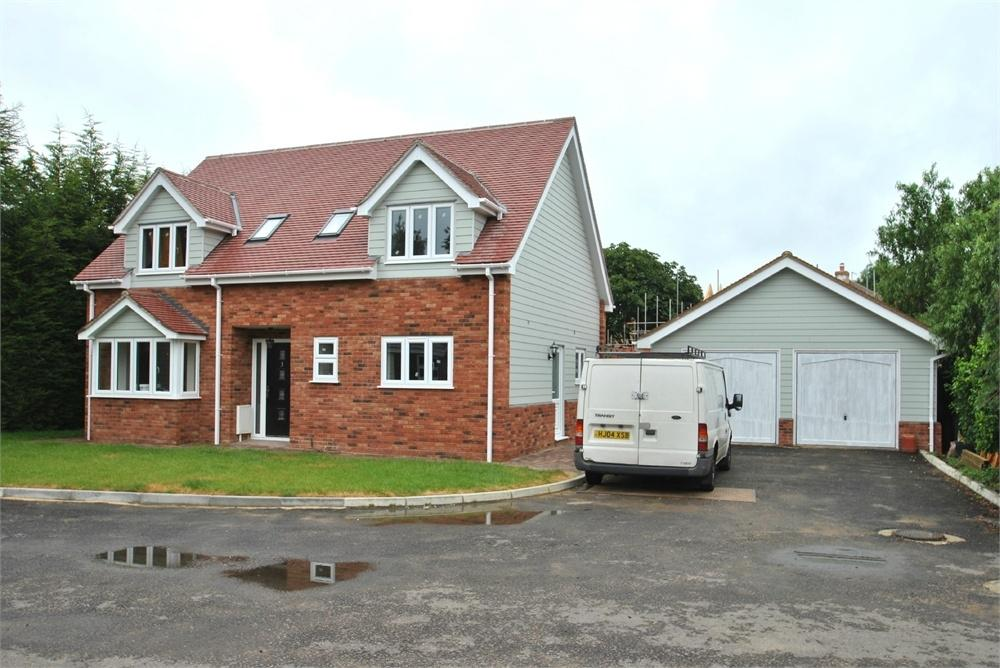 4 Bedrooms Detached House for sale in London Road, Gt Notley, Braintree, Essex