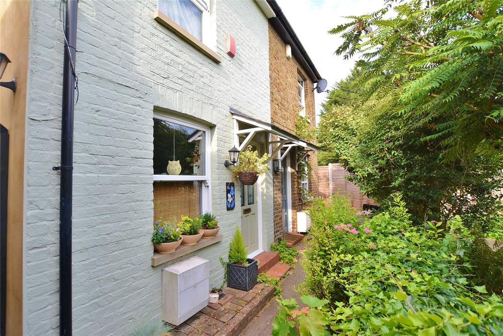 2 Bedrooms Semi Detached House for sale in Upper Paddock Road, Watford, Hertfordshire, WD19