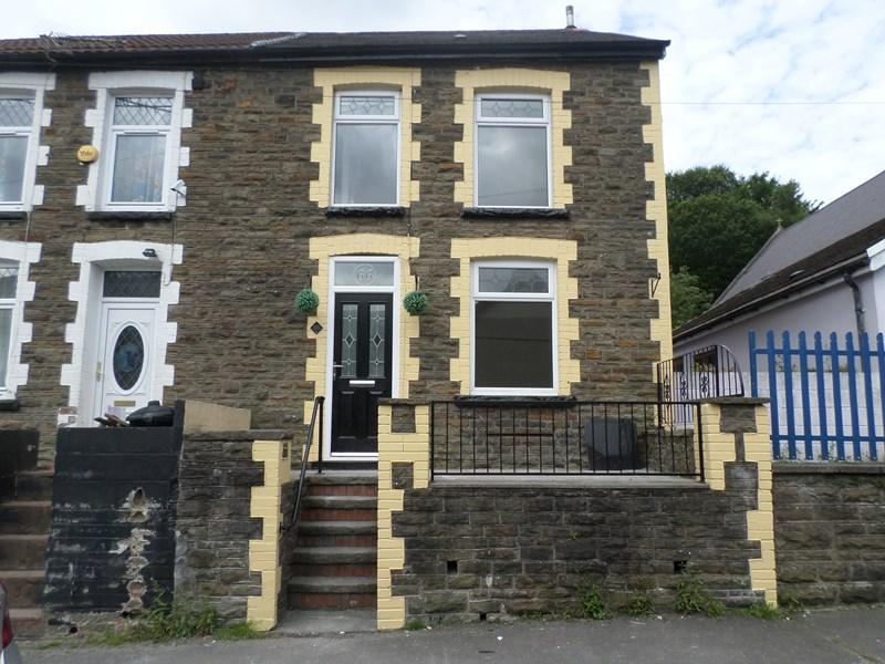 3 Bedrooms End Of Terrace House for sale in Madeline Street, Pontygwaith, Ferndale