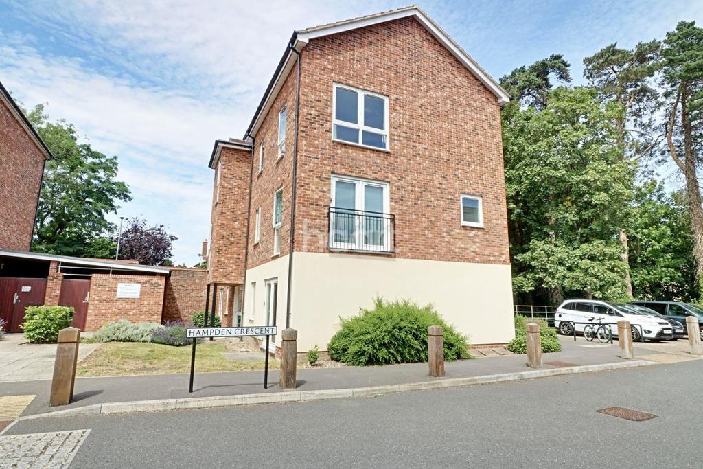 1 Bedroom Flat for sale in Hampden Crescent, Bracknell