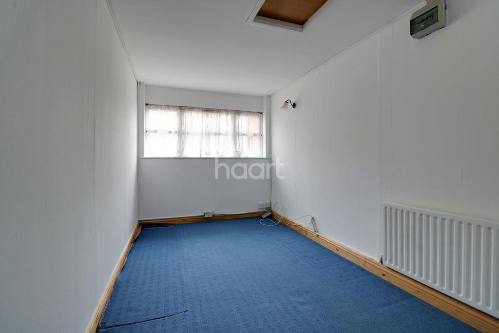 4 Bedrooms End Of Terrace House for sale in Bluebell Way, Ilford, Essex