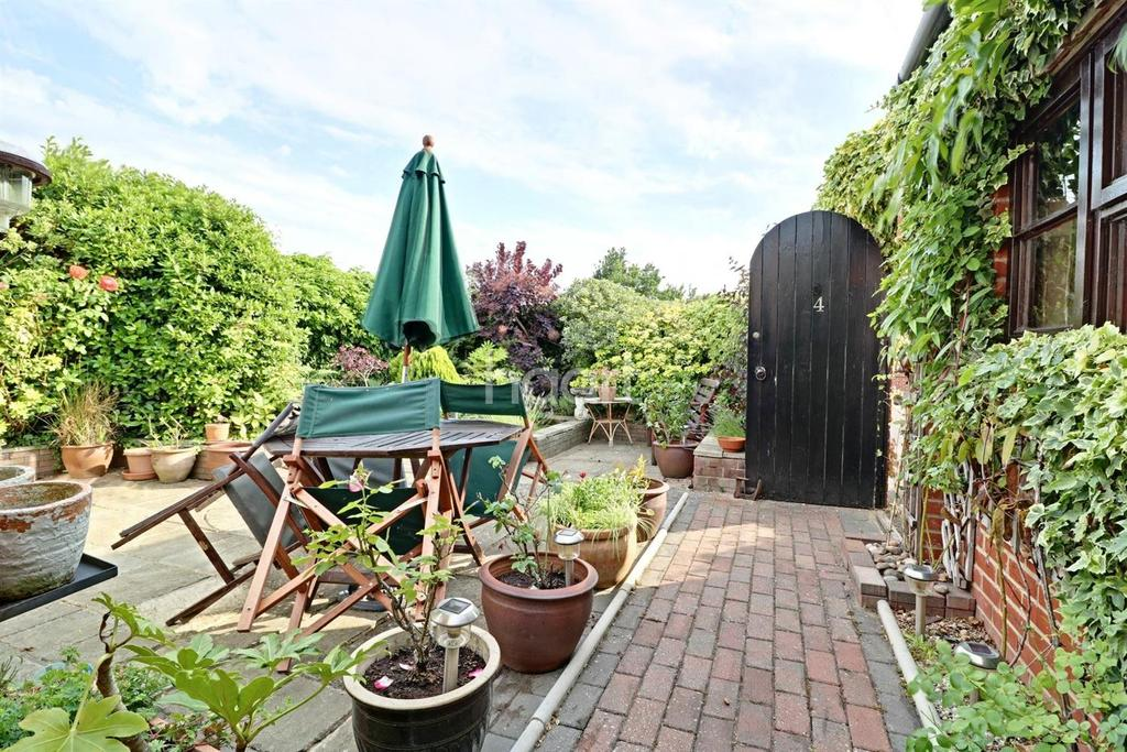 3 Bedrooms Bungalow for sale in The Debenside