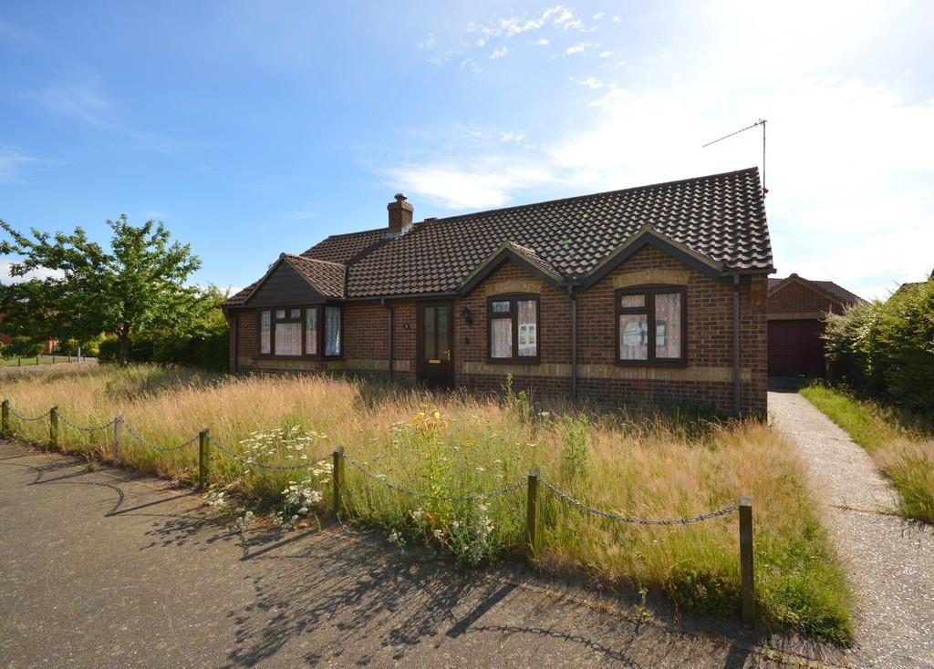 3 Bedrooms Detached Bungalow for sale in Blackthorn Avenue, Holt, Norfolk