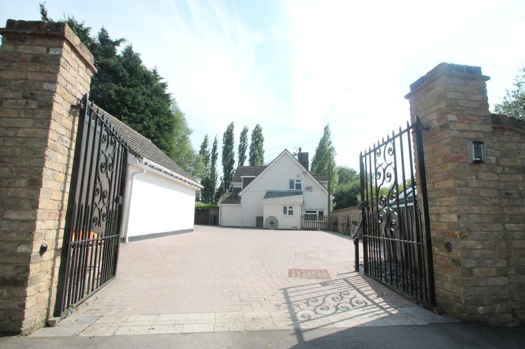 3 Bedrooms Detached House for sale in Little Waltham, Chelmsford