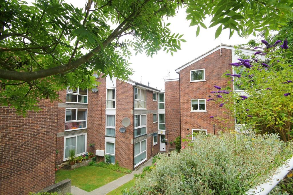 2 Bedrooms Apartment Flat for sale in Southall Close, Ware