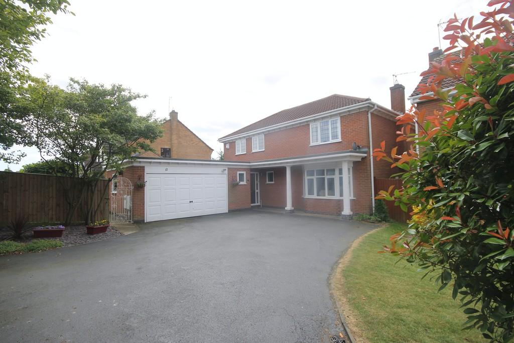 4 Bedrooms Detached House for sale in Knights Close, Burbage