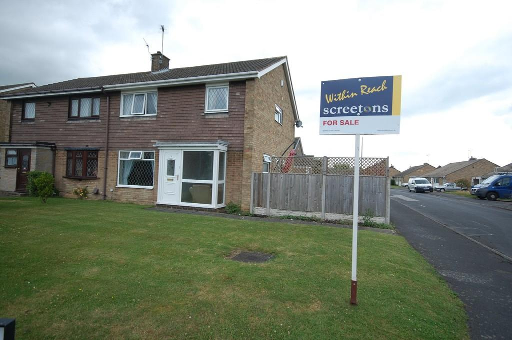 4 Bedrooms Semi Detached House for sale in Birt Grove, Goole