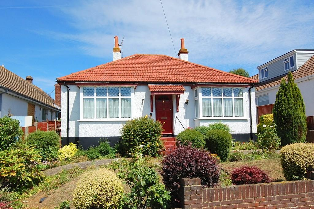 2 Bedrooms Detached Bungalow for sale in West Cliff Drive, Herne Bay
