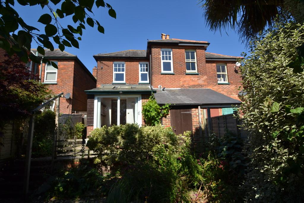 3 Bedrooms Semi Detached House for sale in Millward Road, Ryde