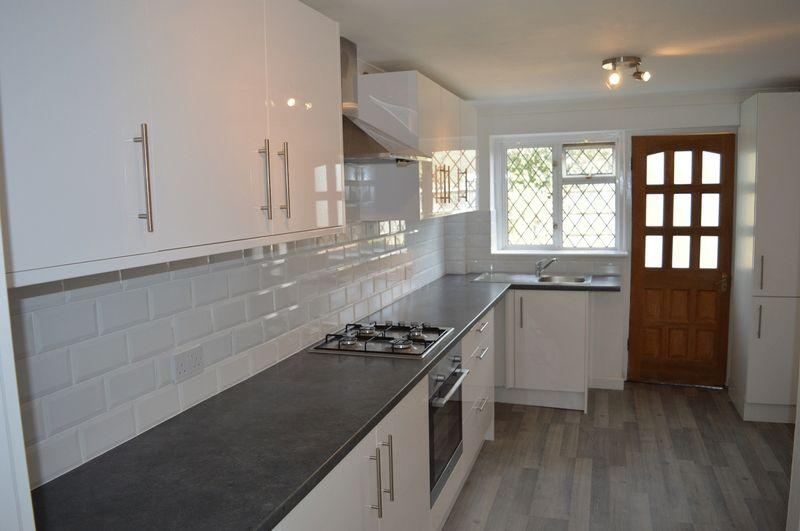 3 Bedrooms Terraced House for sale in Fonteyn Close, Basildon