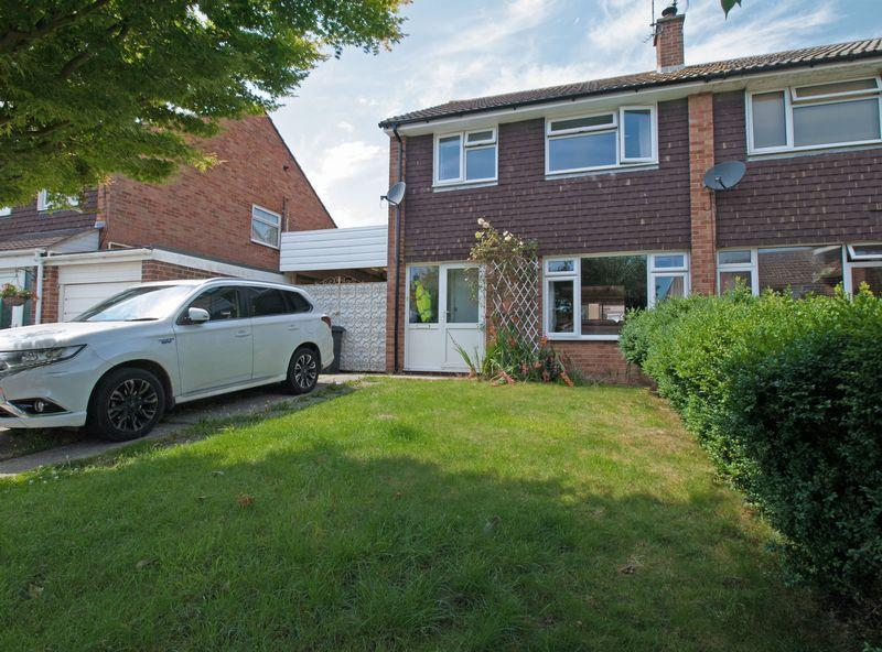3 Bedrooms Semi Detached House for sale in Felpham, West Sussex