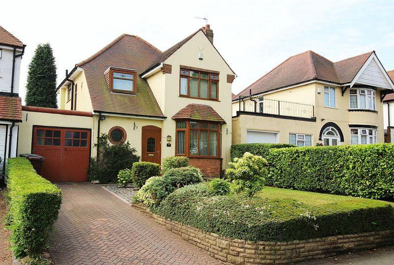 3 Bedrooms Detached House for sale in Himley Crescent, GOLDTHORN PARK