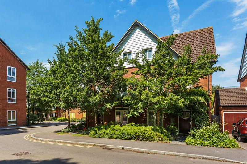 3 Bedrooms Semi Detached House for sale in Little Street, Guildford