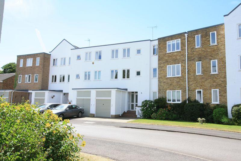 3 Bedrooms Town House for sale in Bray Bank, Maidenhead