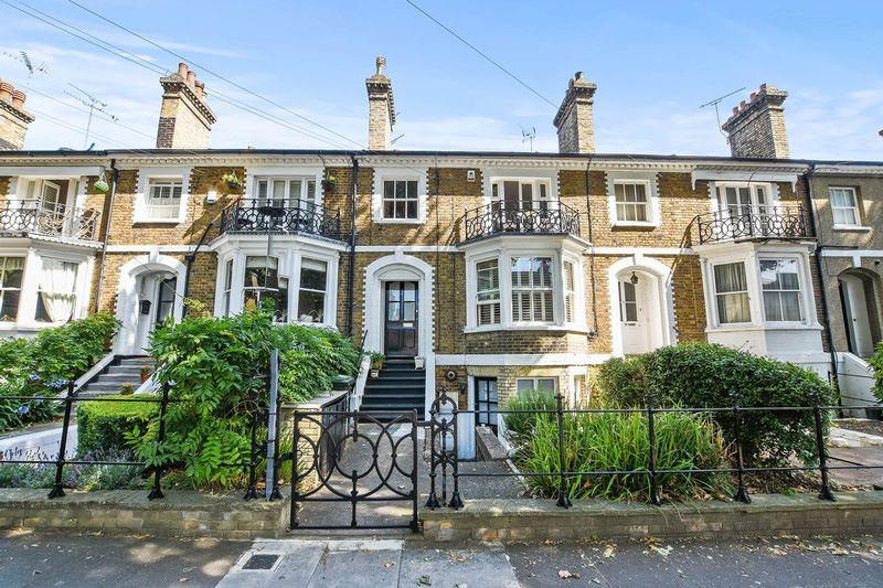 4 Bedrooms Terraced House for sale in Cambridge road, Southend On Sea