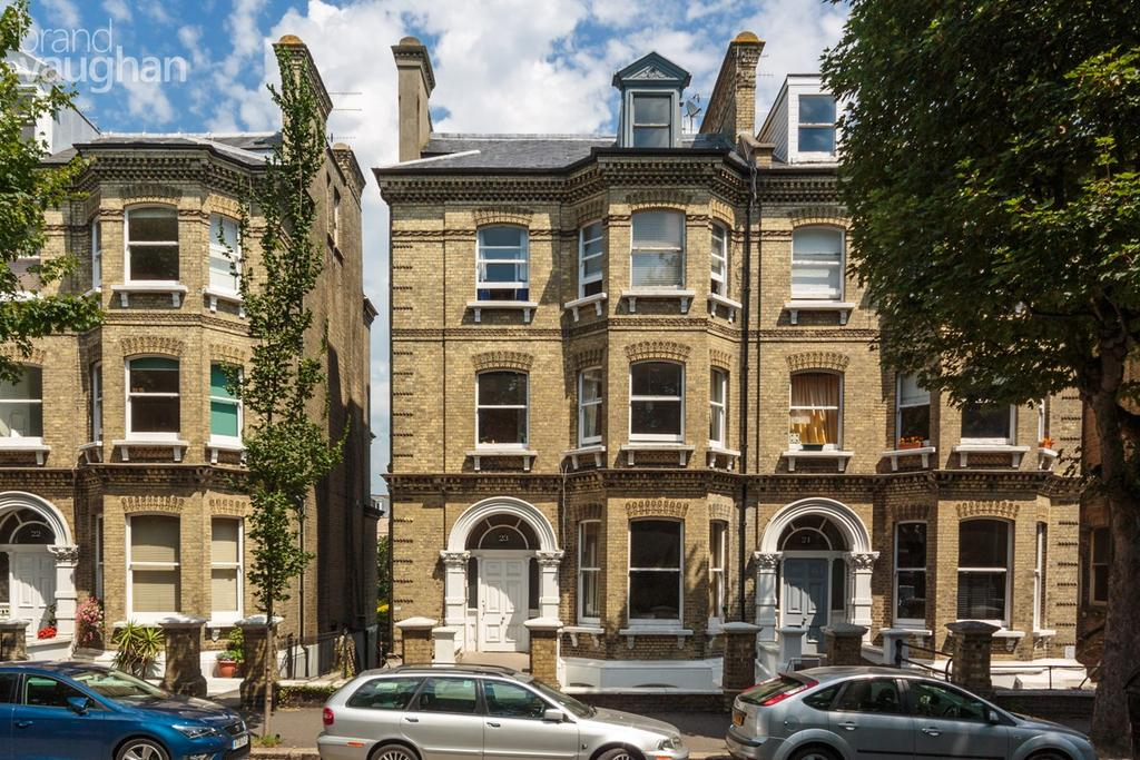 3 Bedrooms Apartment Flat for sale in Cromwell Road, Hove, BN3