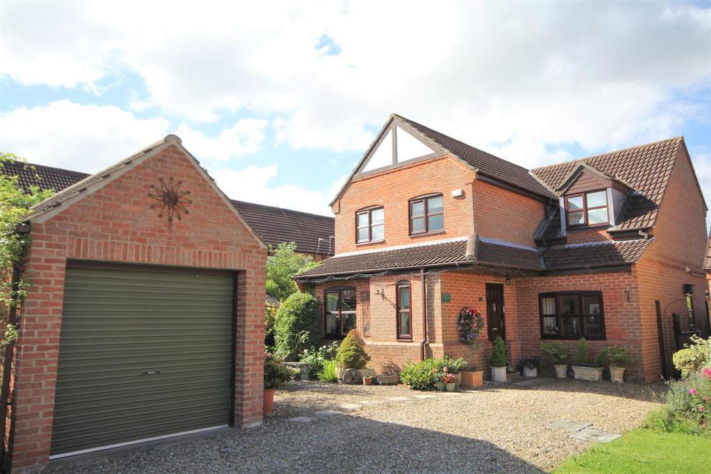 3 Bedrooms Detached House for sale in Sawyers Walk, Dunnington, York, YO19 5SJ