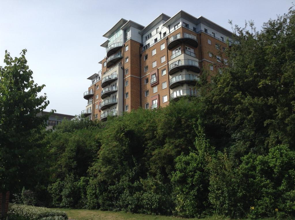 2 Bedrooms Apartment Flat for sale in Winterthur Way, Basingstoke rg21