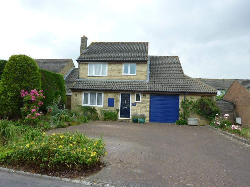 4 Bedrooms Detached House for sale in Oakfield Road, Carterton, Oxon