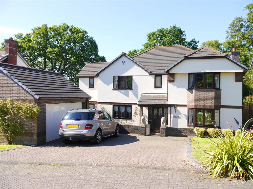 5 Bedrooms Detached House for sale in Knoll Park, Truro