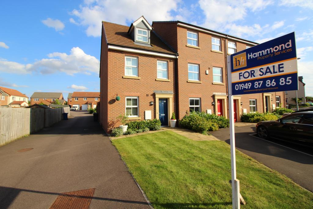 3 Bedrooms Semi Detached House for sale in Calder Gardens, Bingham NG13