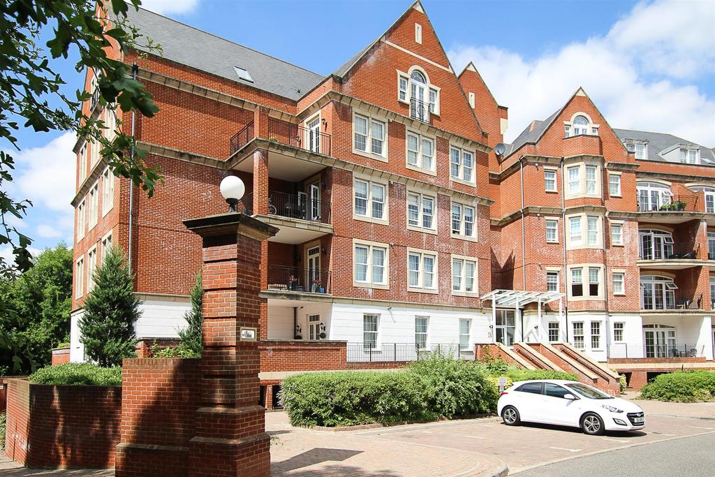 2 Bedrooms Apartment Flat for sale in Rhapsody Crescent, Warley, Brentwood