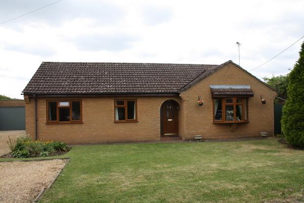 3 Bedrooms Detached Bungalow for sale in Bridge Lane, Wimblington, PE15