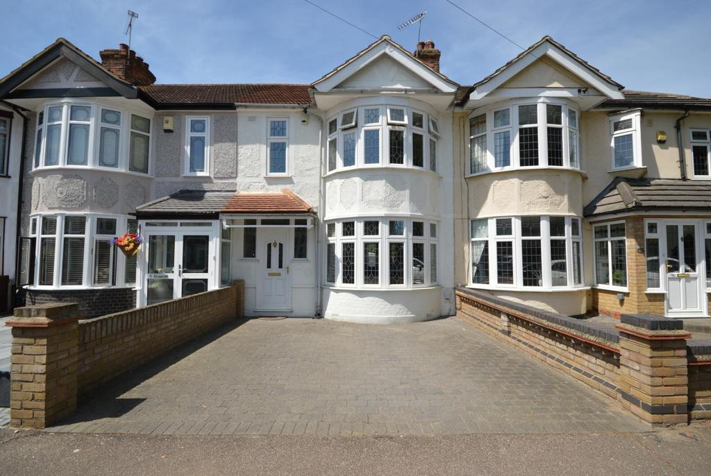 3 Bedrooms Terraced House for sale in Beulah Road, Hornchurch, Essex, RM12