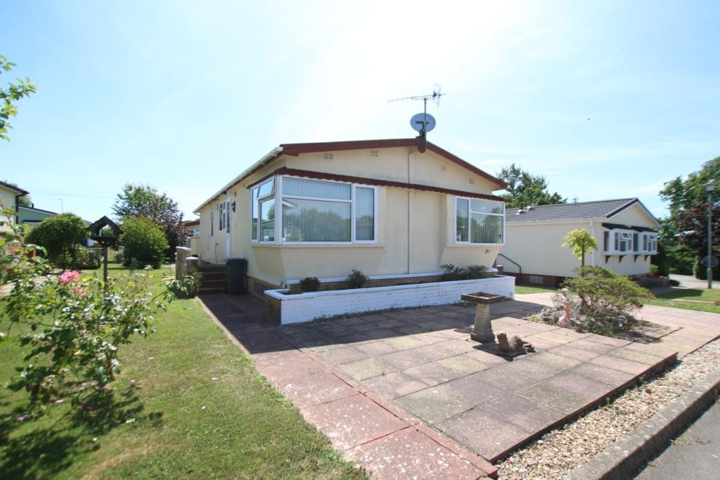 2 Bedrooms Park Home Mobile Home for sale in Lion House Park, Mill Road, Hailsham BN27