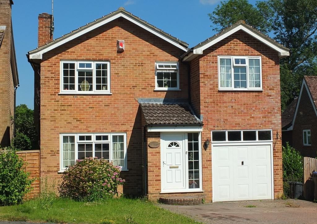 5 Bedrooms House for sale in Penland Road, Haywards Heath, RH16