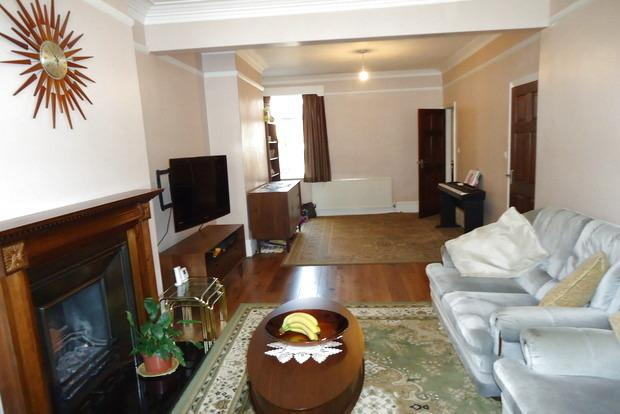 3 Bedrooms Terraced House for sale in Cambridge Street, Leicester, LE3