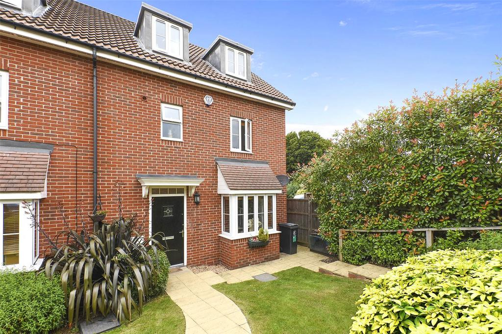 4 Bedrooms House for sale in Crown Close, Brook Road, Buckhurst Hill, Essex, IG9