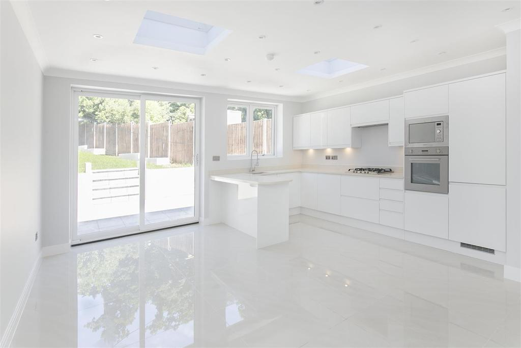 4 Bedrooms End Of Terrace House for sale in Covington Way, Streatham, SW16