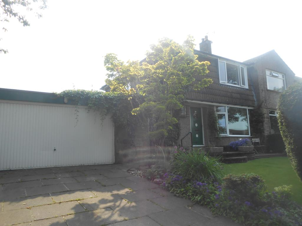 3 Bedrooms Semi Detached House for sale in Greenside Lane, Cullingworth BD13
