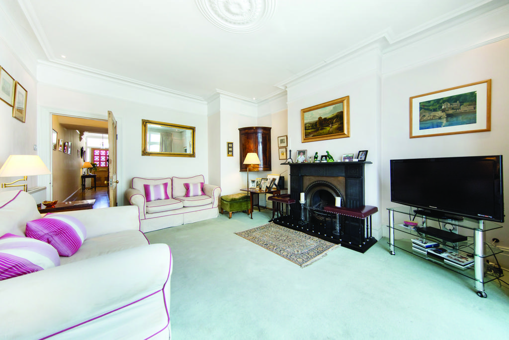 4 Bedrooms Semi Detached House for sale in Hotham Road, SW15